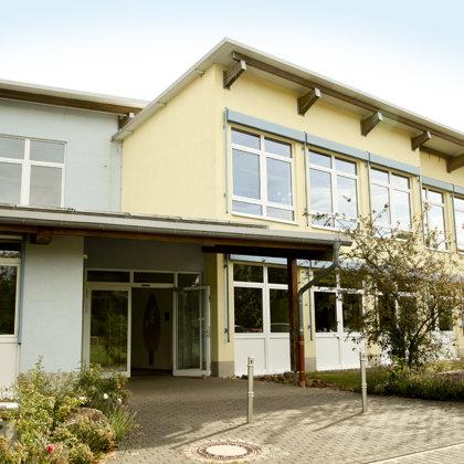 Schulhaus der Grundschule Königsland in der Austraße