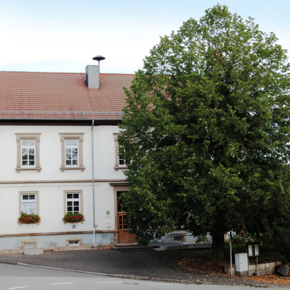 Haus der Vereine: 1892/1893 als protestantisches Schulhaus errichtet