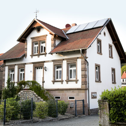 """""""Hedsches"""" an der Hauptstraße:1905 erbautes Musikantenhaus"""