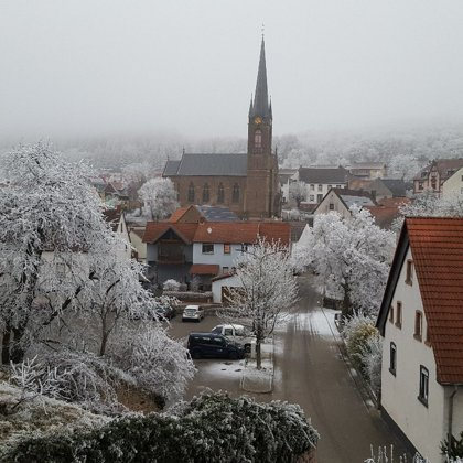Kirche im etwas verschneiten Jettenbach | Foto: A. Wendel